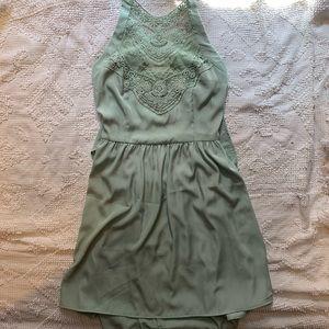 Solemio: backless light green, lacey bib top